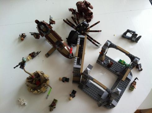 Epic battle between Lego Rancor, Lego Saarlac and Lego Shelob.